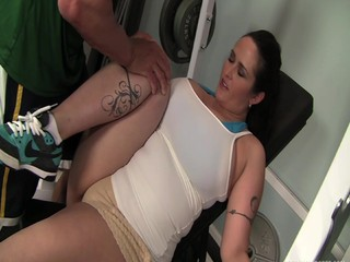 Cash for Chunkers - Carmella Bing gets fucked by her Trainer