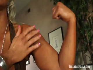 Blonde Fitness Babe Flexes Her Muscle And Plays With Her Tight Pussy