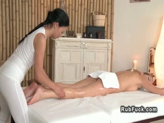 Masseuse rubs oil to sexy blonde babe