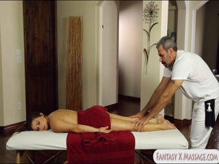Glamour client fucked on massage table