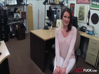 Customers wife pounded at the pawnshop