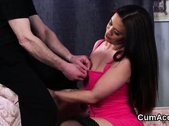 Foxy Bombshell Gets Cumshot On Her Face Swallowing All The L