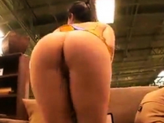 Littlekissmuffin Horny Teen Flashes Ass In Public