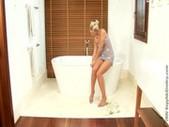 Zoe and sharon bathtub blondes