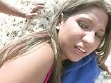 A la jovencita cachonda le gusta una verga en la chucha